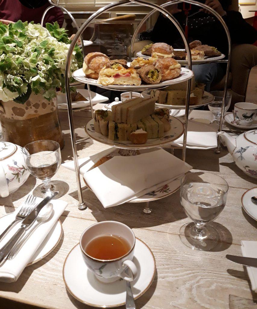 Una foto dell'high tea scattata da Barbara a Londra