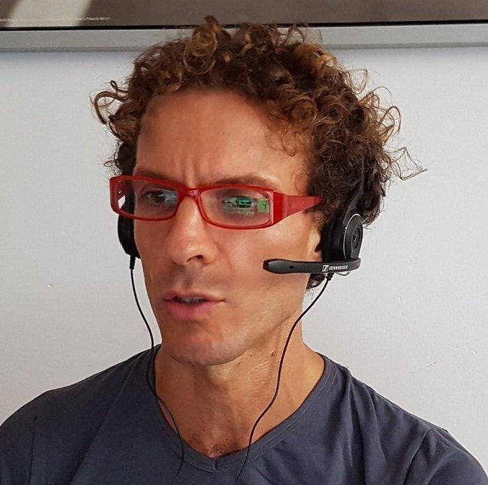 foto di stefano roganti che parla su Skype